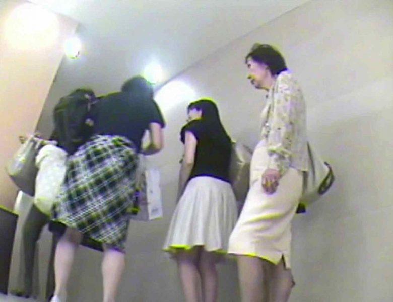 お漏らし寸前デパトイレ盗撮!Vol.02 女子トイレ  85画像